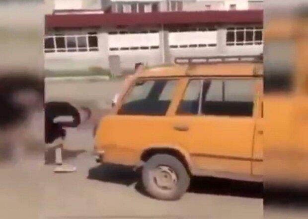 Под Днепром псих расстрелял молодого парня посреди улицы - дорога в крови, очевидцы онемели
