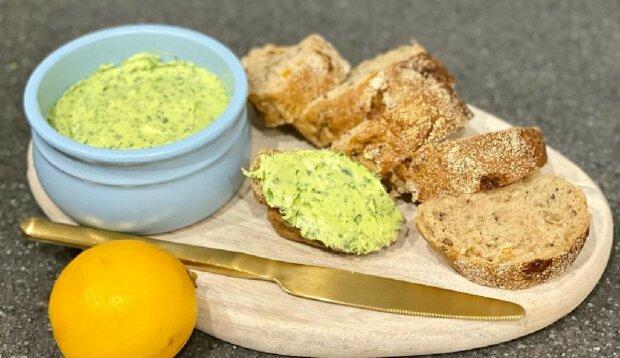 Зелене вершкове масло для бутербродів: як зробити ароматний акцент за 5 хвилин