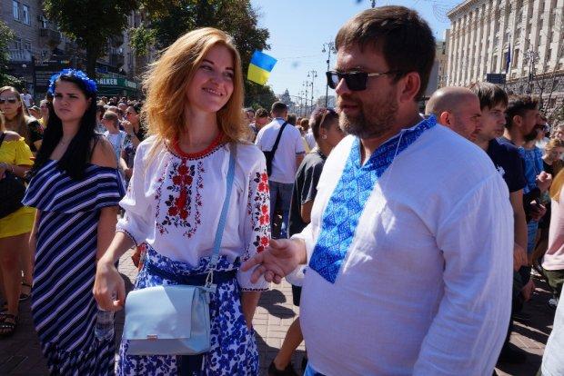 """Зробити свідомий вибір і не """"подарувати"""" свій голос: масові черги українців перед виборами показали у мережі, єдині як ніколи"""