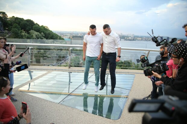 """У Кличко вытрясли документы на стеклянный мост, тайное стало явным: """"Рисковал жизнями киевлян ради..."""""""