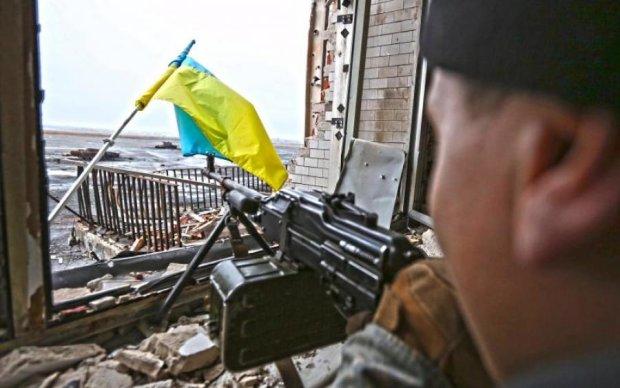 """Торговці побили відомого """"кіборга"""" в центрі Києва"""