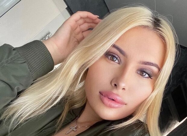 19-летняя внучка Ющенко погладила пушок между ног