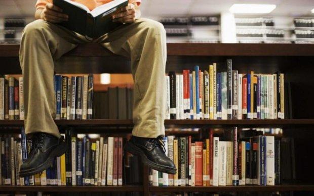 Паперова або електронна: любителям читати дали однозначну відповідь