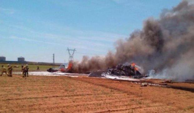 Військовий літак впав на завод Сoca-cola в Севільї