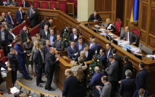 Ви не повірите! Депутати розкрили новорічні подарунки від колег