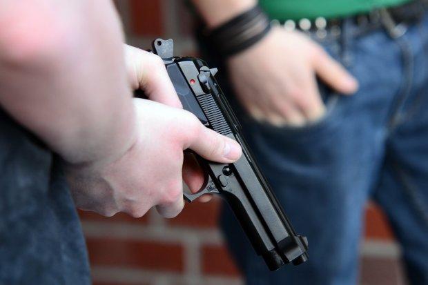 Чоловік розстріляв дружину та усіх, хто траплявся на шляху: страшні подробиці
