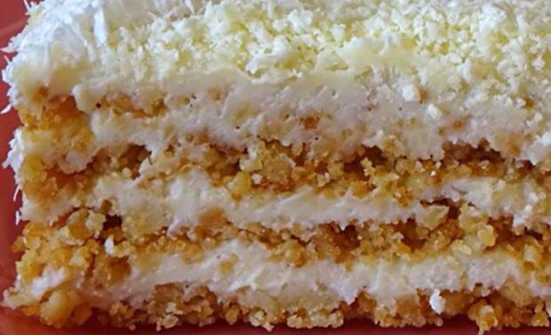 Торт из крошки со сметанным кремом, скриншот: YouTube