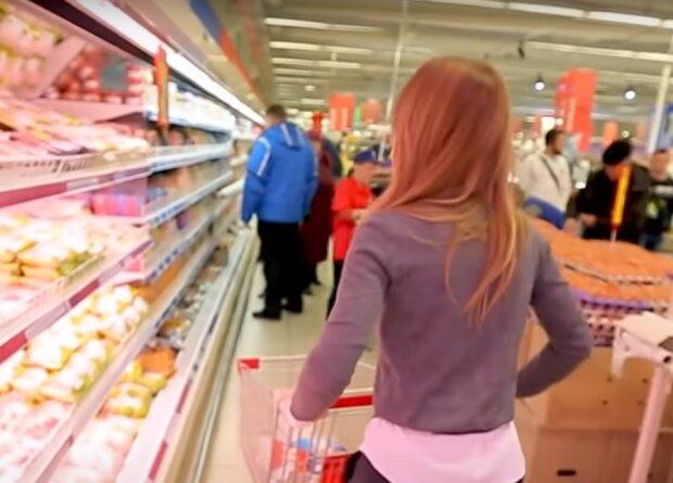 """Сыр """"ожил"""" в холодильнике украинца через 2 дня после покупки: """"10 раз переупакованный"""""""