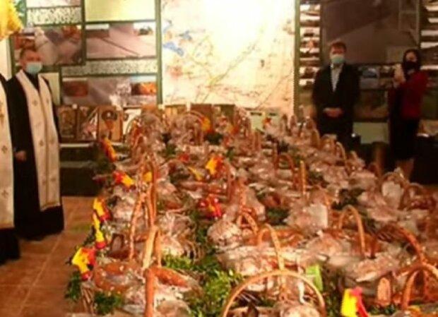 Львів'яни зібрали святкові кошики для поранених героїв - паски, ковбаси і крашанки, щоб поправити здоров'я наших захисників