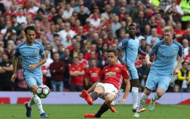 Футбольные соперники из Манчестера помогли пострадавшим от теракта