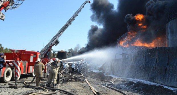 В Киеве вспыхнул масштабный пожар: фото и первые детали с места ЧП