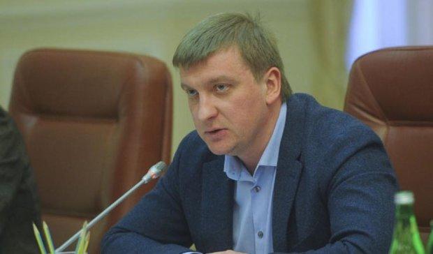 """Кабмін заблокував $1,4 млрд """"сім'ї Януковича"""""""