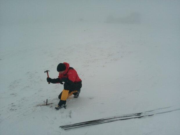 Сніг у Карпатах, фото: facebook/chornogora.rescue112