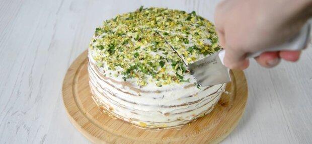Оригинальный печеночный торт, фото: скриншот из видео