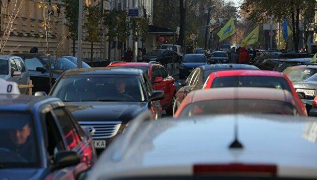 """Не жени: у Києві ввели """"зимову"""" заборону на швидку їзду"""