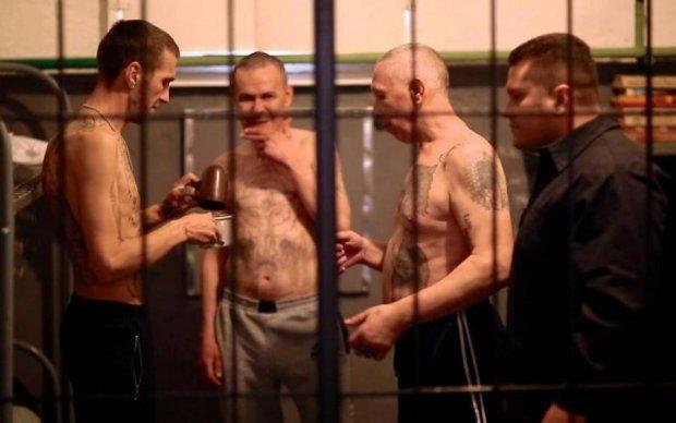 Тюремні авторитети тягнуть українських дітей у кримінал