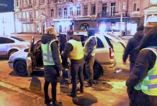 Задержание псевдотаксиста, фото Киев Оперативный