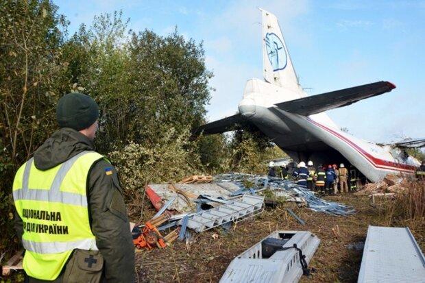 Аеропорт – на замок: через авіакатастрофу під Львовом люди опинилися в пастці, що відбувається