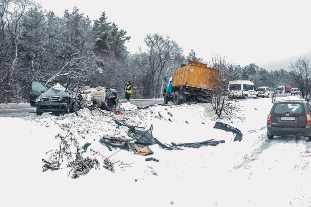 Под Полтавой разбился автобус, много погибших: фото страшной аварии
