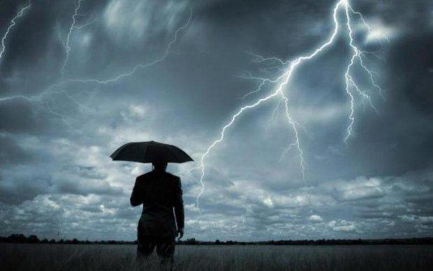 Українцям розповіли, як врятуватися від блискавки-вбивці