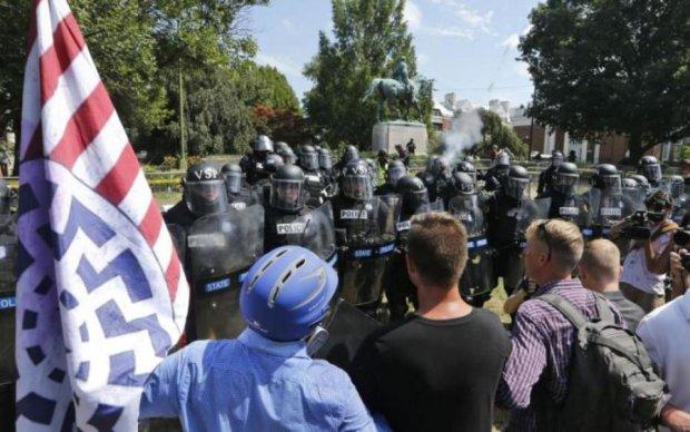 Протести у Шарлотсвіллі: Facebook оголосив війну неонацистам