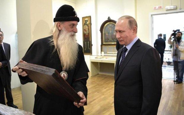 Путин встретил брата по разуму на пути в церковь: видео