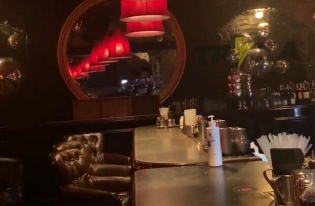 Тараканы в заведении, скриншот с видео