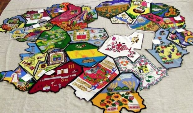 27 мастериц вышили карту Харьковской области