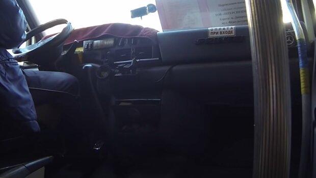"""В Днепре быдло-маршрутчик заставил пассажирку рыдать из-за мелочи: """"Двести гривен или на выход"""""""