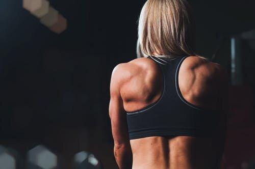 Спортивні вправи. Фото з сайту Pexels.
