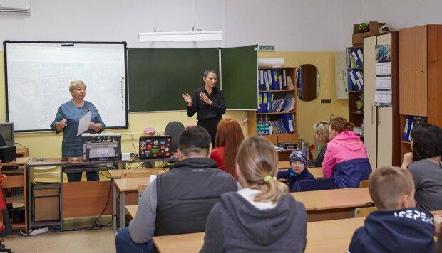 Дети в школе, Сахалин.инфо