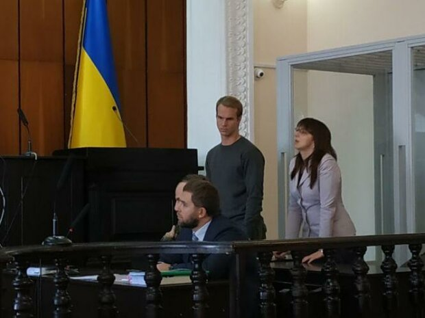 Встиг одружитися у Вінниці: обвинуваченого в подвійному вбивстві американця взяли під варту
