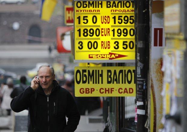 Курс валют на 8 жовтня: гривня зітхнула під натиском долара