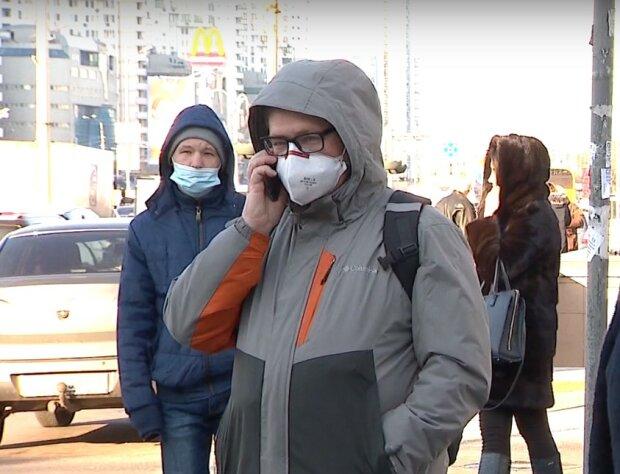 люди в масках, скріншот з відео