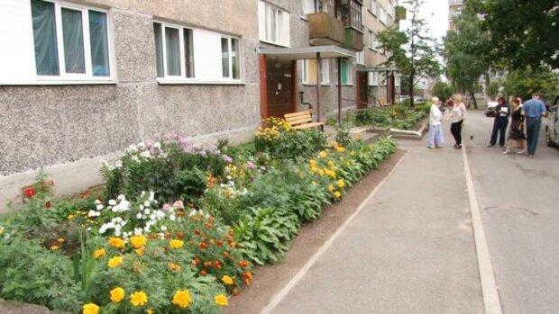 Сломал обе ноги: в Киеве ребенок сорвался с жуткой высоты
