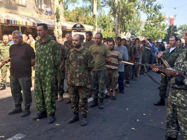 В полоні бойовиків перебуває більше 300 військових та цивільних