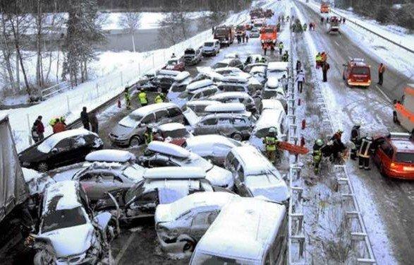 Стихія спровокувала жахливу ДТП: 47 машин вщент