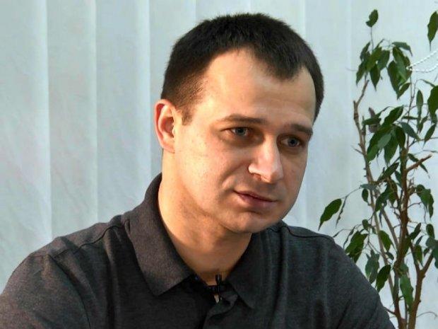 «На ключевые должности власти столицы назначает своих людей» - депутат Максим Гапчук