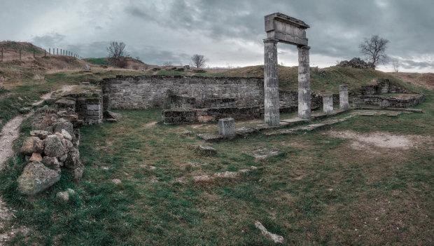 Оккупанты уничтожили важнейший исторический памятник Крыма, рухнул весь город: видео