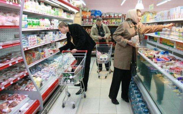 Повзає сотня-друга: київський супермаркет підсунув справжню гидоту