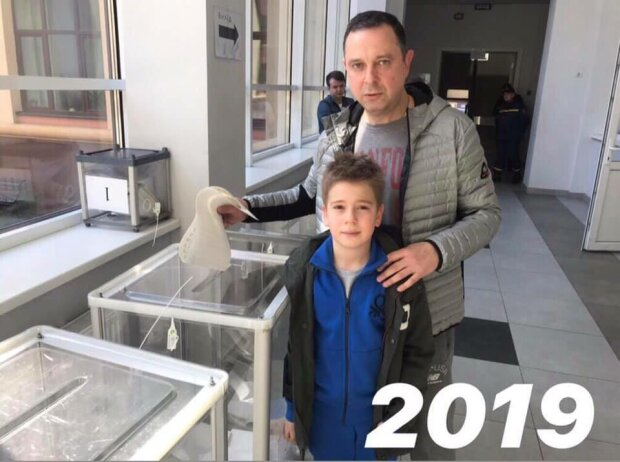 Вадим Гутцайт с сыном на выборах 2019