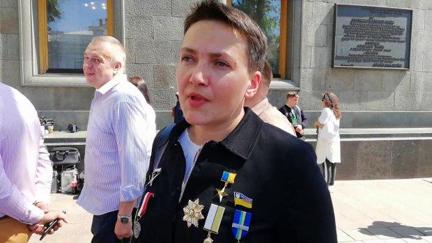 Савченко заткнула за пояс всіх нардепів на інавгурації Зеленського: вбралася, як ялинка