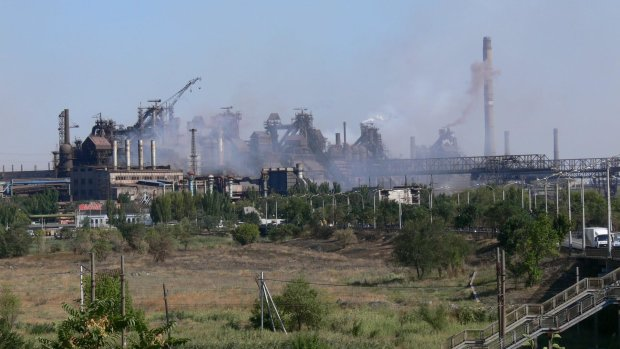 Мариуполь содрогнулся от жутких взрывов, едкий дым застилает глаза: спасатели делают все возможное