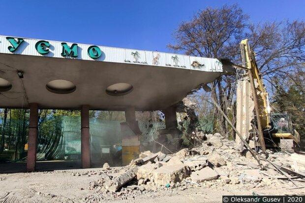 В Киеве разгромили вход в зоопарк, на который Кличко давно положил глаз