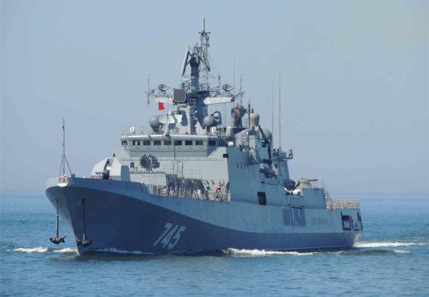 Російський фрегат відкрив вогонь у Чорному морі