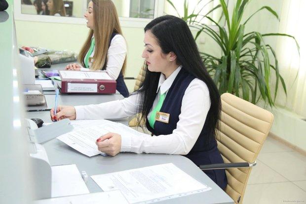 Разворачивают госучреждения и банки: украинцы жалуются на проблемы с ID-картами