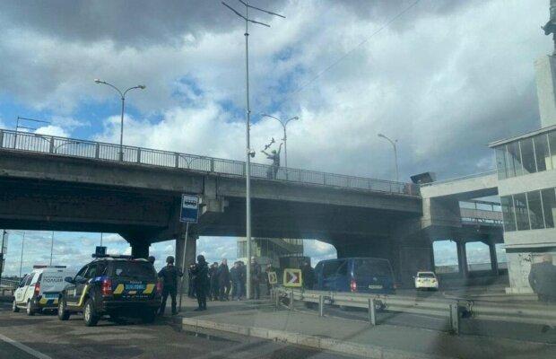 Теракт в центре Киева: все, что известно о событии на мосту Метро