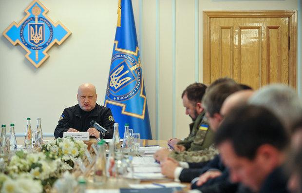 Турчинов назвал ФСБ и ГРУ своими именами: судить за терроризм