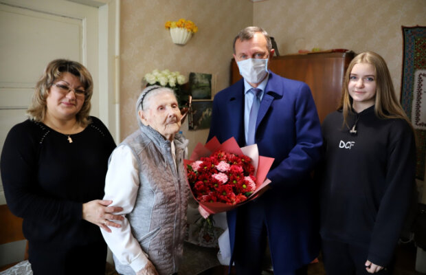 Богдан Андреев поздравил Галину Моргаеву со 100-летним юбилеем