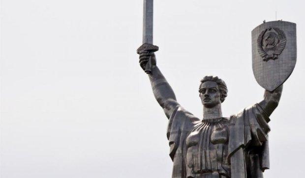 С монумента «Родина-мать» уберут советскую символику